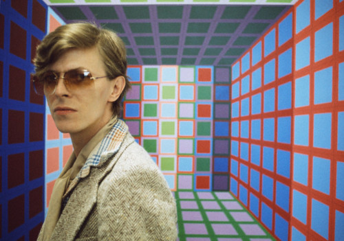 Bowie-in-Victor-Vasarely's-workshop-in-1977